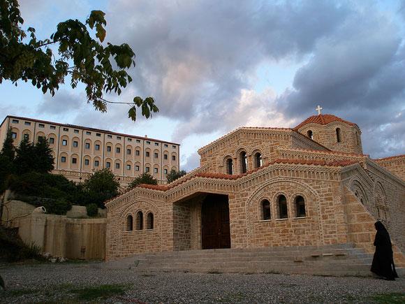 O Iερός Ναός της Μονής